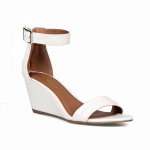 b55a1303a6c19 Gull Single Strap Women s Wedge Sandal